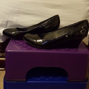 Women's life stride wedged shoe